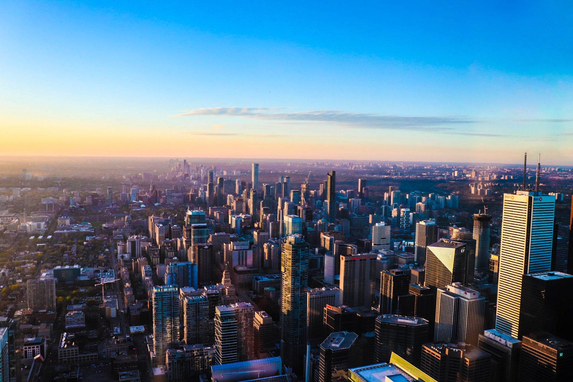 coucher de soleil à la cn tower à toronto