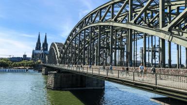 visiter cologne en un jour pont au dessus du Rhin, Hohenzollernbrücke
