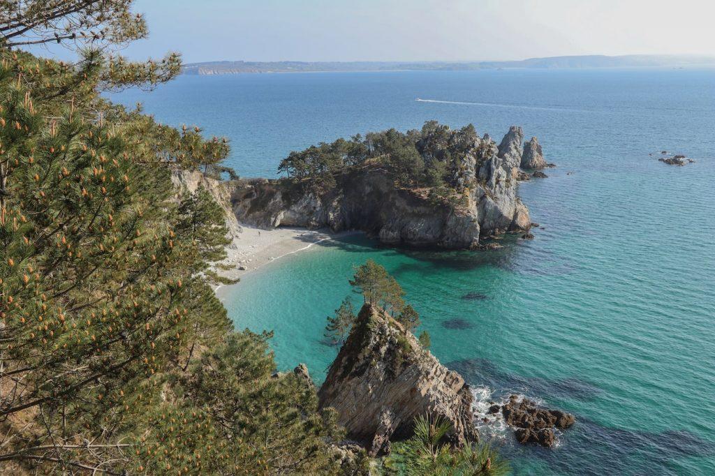 visiter la plage de l'île vierge sur la presqu'ile de crozon